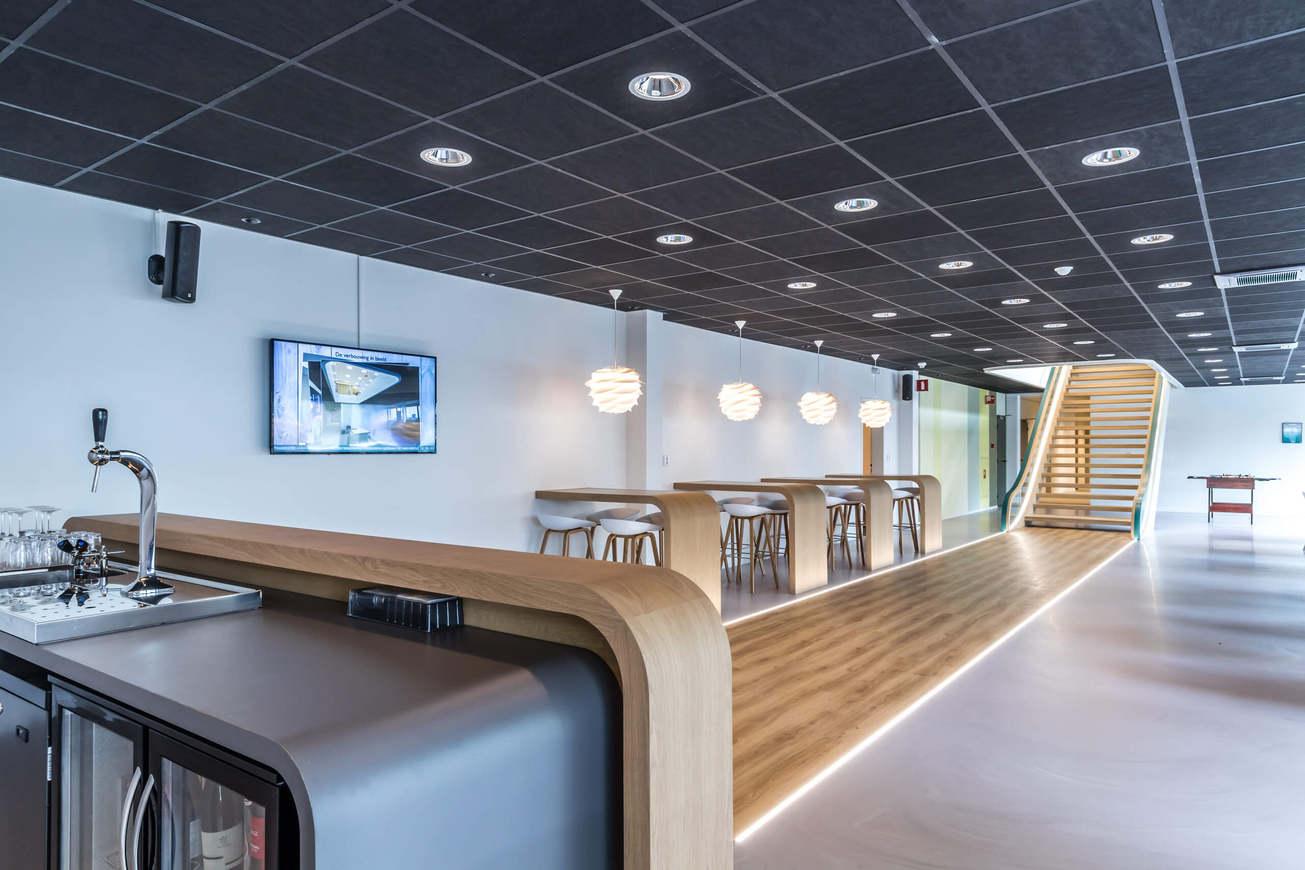 Bar en trap voor bedrijf