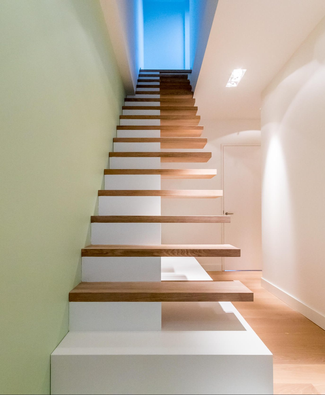 Rechte trap met opbergruimte