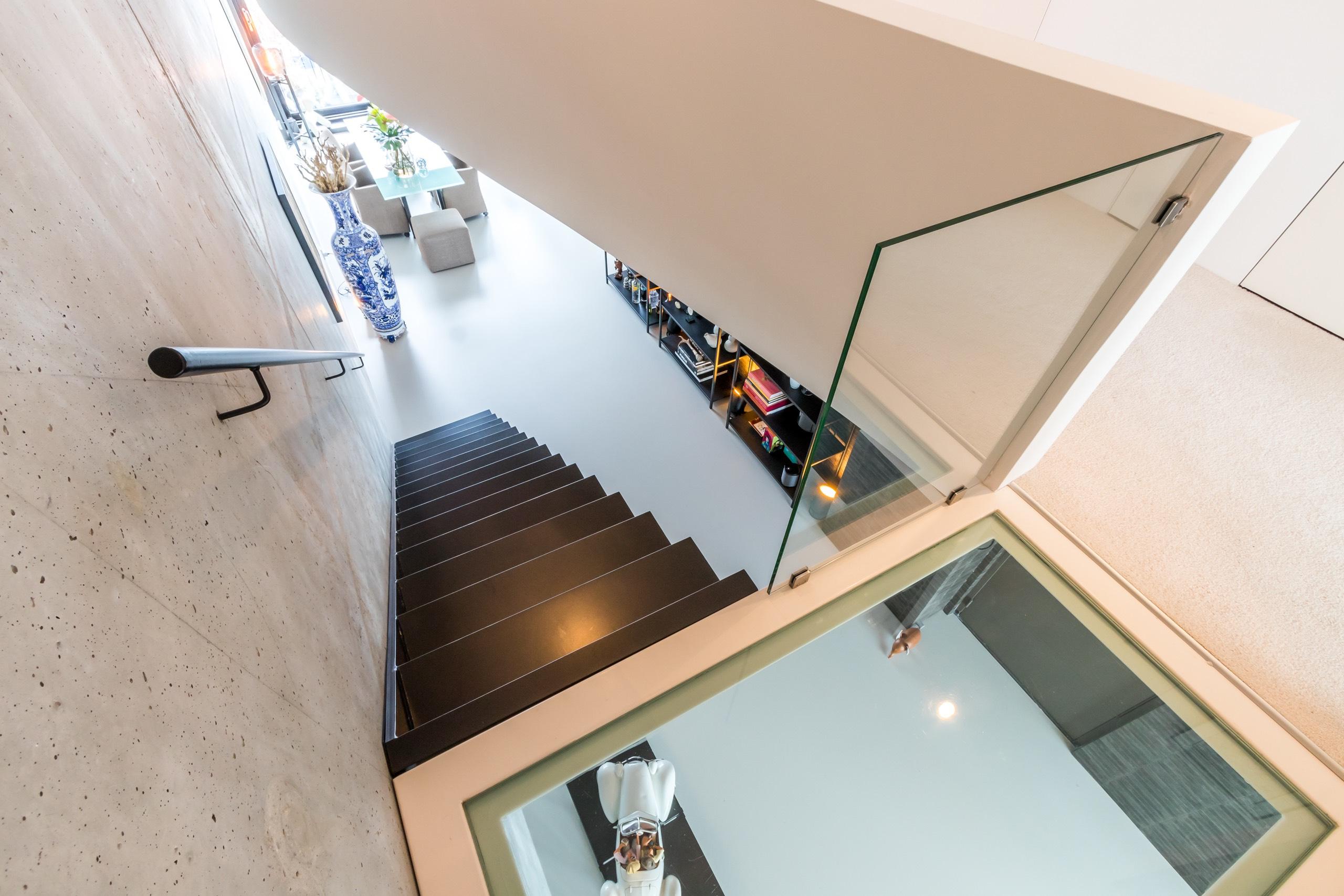 Zwevende stalen trap6