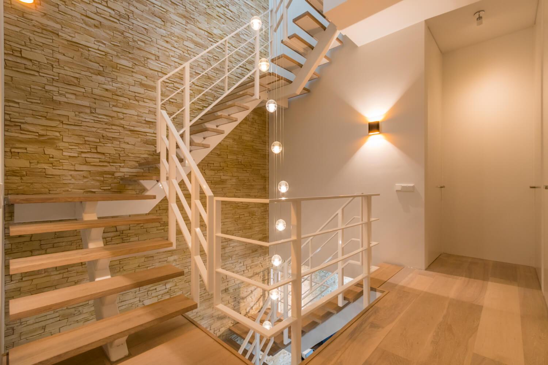 Zwevende trap binnenboom staal