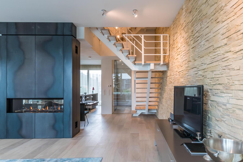 Stalen trap met binnenboom