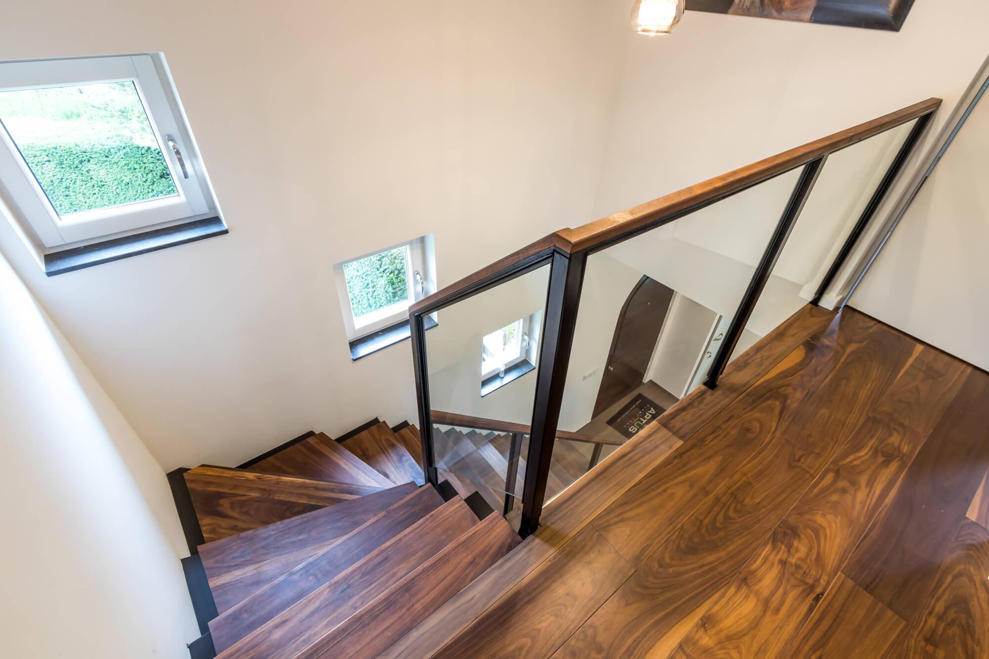 Moderne stalen trappen