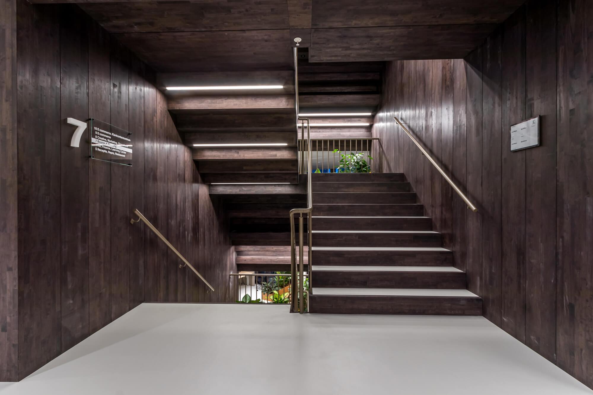 Houten trappenhuis